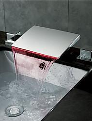 Недорогие -Ванная раковина кран - Водопад Хром Разбросанная Две ручки три отверстияBath Taps / Латунь