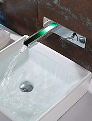 Недорогие -Ванная раковина кран - Водопад Хром На стену Одной ручкой Два отверстияBath Taps / Латунь