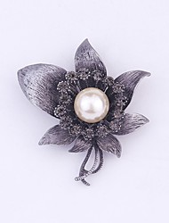 cheap -Women's Brooches Flower Classic Fashion Imitation Pearl Imitation Diamond Brooch Jewelry Black / Red White / Black For Daily