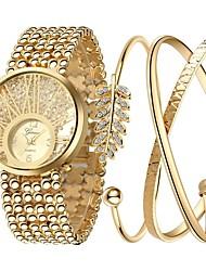 Недорогие -Жен. Эксклюзивные часы Часы-браслет золотые часы Золотистый Секундомер Светящийся Имитация Алмазный Аналоговый Дамы Роскошь Блестящие Элегантный стиль - Золотой Один год Срок службы батареи