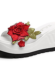cheap -Women's Slippers & Flip-Flops Wedge Heel Round Toe Satin Flower PU Comfort Spring Black / White