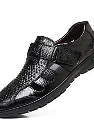 Недорогие -Муж. Комфортная обувь Лето На каждый день Повседневные Сандалии Для прогулок Кожа Дышащий Черный / Коричневый / EU40
