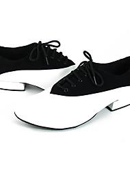 abordables -Homme Chaussures Modernes / Salon Cuir Lacet Talon / Basket Fantaisie Talon Plat Chaussures de danse Noir / Blanc / Utilisation