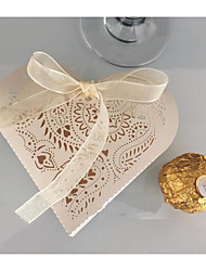 cheap -Heart Shape Pure Paper Favor Holder with Pattern / Print / Ribbons Favor Boxes - 10pcs