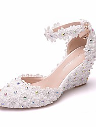 cheap -Women's Lace / PU(Polyurethane) Spring & Summer Sweet Wedding Shoes Wedge Heel Pointed Toe Rhinestone / Satin Flower / Buckle White