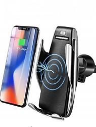 Недорогие -автоматическое зажимное беспроводное автомобильное зарядное устройство для быстрой зарядки для iphone samsung