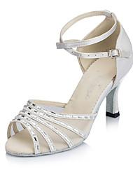 """Недорогие -Жен. Танцевальная обувь Сатин Обувь для латины Crystal / Rhinestone На каблуках Каблук """"Клеш"""" Персонализируемая Белый / Кожа / Тренировочные"""