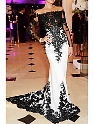 cheap -Mermaid / Trumpet White Black Engagement Formal Evening Dress Off Shoulder Long Sleeve Sweep / Brush Train Lace with Appliques 2020