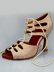 """Недорогие -Жен. Танцевальная обувь Сатин Обувь для латины Crystal / Rhinestone На каблуках Каблук """"Клеш"""" Миндальный / Выступление / Кожа / Тренировочные"""