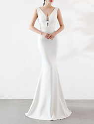 cheap -Mermaid / Trumpet Plunging Neck Sweep / Brush Train Satin Elegant & Luxurious / Elegant Formal Evening Dress with Beading 2020