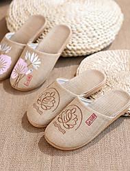 abordables -lin dentelle / pantoufles de lin de couture de tissu / pantoufles de femmes / pantoufles de ménage éléments chinois pantoufles de style chinois