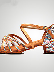 Недорогие -Жен. Танцевальная обувь Сатин Обувь для латины Пряжки / Кристаллы / Crystal / Rhinestone На каблуках Толстая каблук Цвет радуги / Коричневый / Красный / Выступление