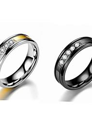 Недорогие -Для пары Кольца для пар Кольцо 1шт Золотой Черный Нержавеющая сталь Титановая сталь Круглый Классический Мода Обручение Подарок Бижутерия Cool