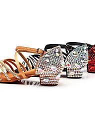 Недорогие -Девочки Танцевальная обувь Сатин Обувь для латины Лак / Пряжки / Кристаллы На каблуках Толстая каблук Черный / Коричневый / Красный