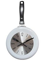 Недорогие -Современный современный / Мода Нержавеющая сталь Круглый Классика В помещении Батарея Украшение Настенные часы Цифровой Полированное Да
