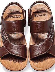 Недорогие -Муж. Комфортная обувь Лето На каждый день Повседневные Сандалии Для прогулок Кожа Дышащий Черный / Желтый / Коричневый / Заклепки