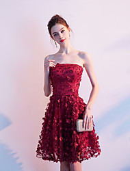 cheap -A-Line Hot Red Homecoming Cocktail Party Dress Strapless Sleeveless Short / Mini Lace with Appliques 2020