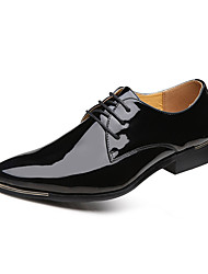 cheap -Men's Comfort Shoes Patent Leather Fall Casual Oxfords Wear Proof Black / White / Red / Party & Evening