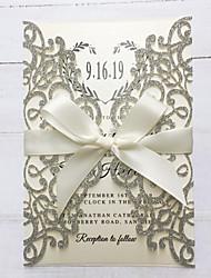 """Недорогие -Плоские Свадебные приглашения 50 ед. - Пригласительные билеты / Спасибо карты / Ответ карты Художественный / Жених-невеста / Блестящий металл Розовая бумага 5 """"× 7 ¼"""" (12,7 * 18.4cm) Корсет"""