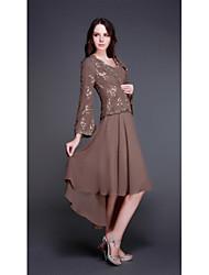 Недорогие -А-силуэт V-образный вырез Асимметричное Шифон Платье для матери невесты с Бусины / Аппликации от LAN TING Express / Накидка включена