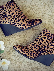 cheap -Women's Boots Print Shoes Wedge Heel Round Toe Suede Booties / Ankle Boots Winter Black / Leopard / Yellow