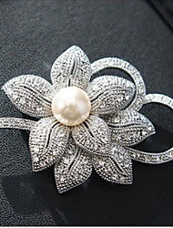 cheap -Women's Synthetic Diamond Brooches Classic Flower Shape Classic Basic Brooch Jewelry White / Sliver For Party Graduation Gift Daily Festival