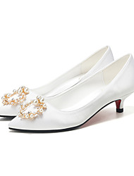 cheap -Women's Wedding Shoes Spring &  Fall / Spring & Summer Low Heel Pointed Toe Sweet Minimalism Wedding Party & Evening Imitation Pearl Solid Colored Satin White
