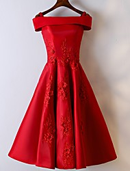 cheap -A-Line Off Shoulder Knee Length Satin Hot / Red Homecoming / Cocktail Party Dress with Appliques 2020