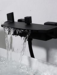 Недорогие -Смеситель для ванны Хром На стену Керамический клапан Bath Shower Mixer Taps / Две ручки двумя отверстиями