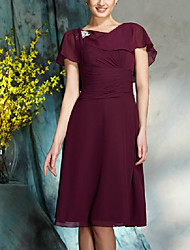 cheap -A-Line Bateau Neck Knee Length Chiffon Short Sleeve Plus Size Mother of the Bride Dress with Crystals / Ruching / Ruffles 2020