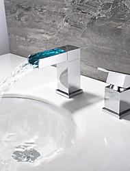 Недорогие -Ванная раковина кран - LED / Водопад Хром Разбросанная Одной ручкой Два отверстияBath Taps