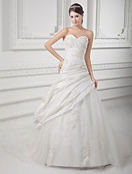cheap -A-Line Wedding Dresses Sweetheart Neckline Chapel Train Lace Satin Taffeta Strapless with Pick Up Skirt Ruched Beading 2020