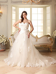 cheap -A-Line Sweetheart Neckline Chapel Train Lace / Satin / Tulle Strapless Made-To-Measure Wedding Dresses with Beading / Appliques / Ruched 2020