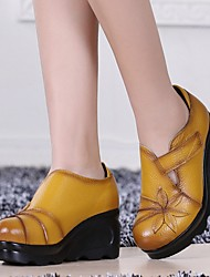 cheap -Women's Heels Wedge Heel Round Toe Leather Winter Black / White / Yellow / Daily