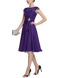 cheap -A-Line Jewel Neck Knee Length Chiffon / Lace Short Sleeve Plus Size Mother of the Bride Dress with Lace / Pleats / Crystals 2020