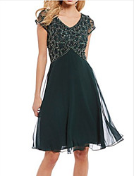 cheap -A-Line V Neck Knee Length Chiffon Short Sleeve Plus Size Mother of the Bride Dress with Beading / Ruching 2020