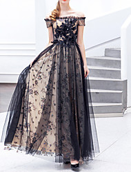 cheap -A-Line Off Shoulder Floor Length Lace / Tulle Regular Straps Formal Black Wedding Dresses with Feathers / Fur / Lace Insert / Appliques 2020