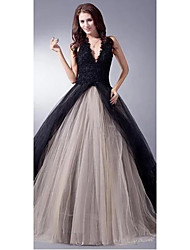 cheap -Ball Gown Wedding Dresses V Neck Sweep / Brush Train Lace Tulle Regular Straps Sexy Plus Size Black Modern with Lace Appliques 2020