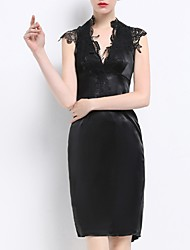 cheap -Sheath / Column Mother of the Bride Dress Plus Size V Neck Short / Mini Polyester Sleeveless with Lace 2020