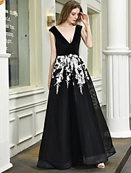 cheap -A-Line V Neck Floor Length Lace / Tulle Regular Straps Sexy Black / Modern Wedding Dresses with Lace / Appliques 2020