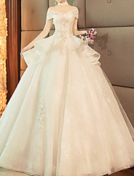 cheap -Ball Gown Wedding Dresses Off Shoulder Sweep / Brush Train Lace Tulle Short Sleeve Glamorous Modern with Lace Insert 2020