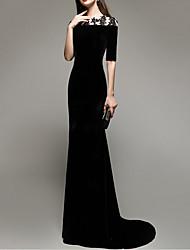 cheap -Sheath / Column Jewel Neck Sweep / Brush Train Satin Luxurious / Black Engagement / Formal Evening Dress with Appliques 2020