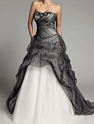 cheap -Ball Gown Strapless Sweep / Brush Train Tulle Sleeveless Formal Black Wedding Dresses with Beading 2020