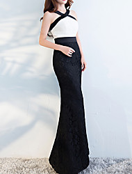 cheap -Mermaid / Trumpet Halter Neck Floor Length Polyester Black / White Engagement / Formal Evening Dress with Appliques 2020