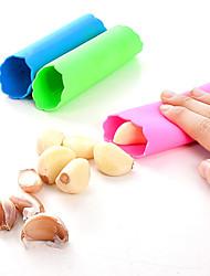 Недорогие -1 шт. Кухонные аксессуары резиновые чеснок нож чеснок прессы ультра мягкий силикон очищенный чеснок зачистки инструменты домашняя кухня гаджеты
