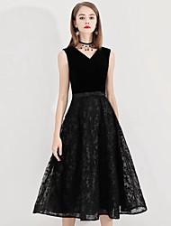 cheap -A-Line Minimalist Black Homecoming Cocktail Party Dress V Neck Sleeveless Tea Length Lace Satin Velvet with Pattern / Print 2020