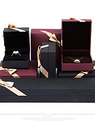 Недорогие -Квадратный Упаковка ювелирных изделий - Черный, Красный 4 cm 7.5 cm 5.5 cm / Жен.