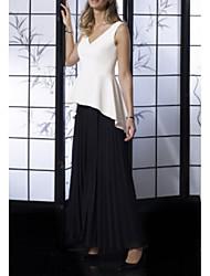cheap -A-Line Mother of the Bride Dress Elegant V Neck Floor Length Chiffon Stretch Satin Jersey Sleeveless with Pleats Ruffles 2020