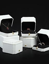 Недорогие -Квадратный Упаковка ювелирных изделий - Белый, Красный 4 cm 7.5 cm 5.5 cm / Жен.