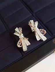 Недорогие -Синтетический алмаз Серьги Серебристый Назначение Жен. лакомство Дамы Стиль Элегантный стиль Свадьба Вечерние Официальные Высокое качество вымостить 2pcs